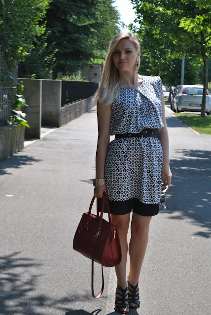 outfit abito stampato outfit abito bianco e nero come abbinare un abito stampato  mariafelicia magno fashion blogger fashion blog italiani blog di moda blogger italiane di moda outfit estivi donna outfit donna estivi outfit 26 giugno 2015 outfit giugno 2015 summer outfits june outfit how to wear a printed dress black and white dress