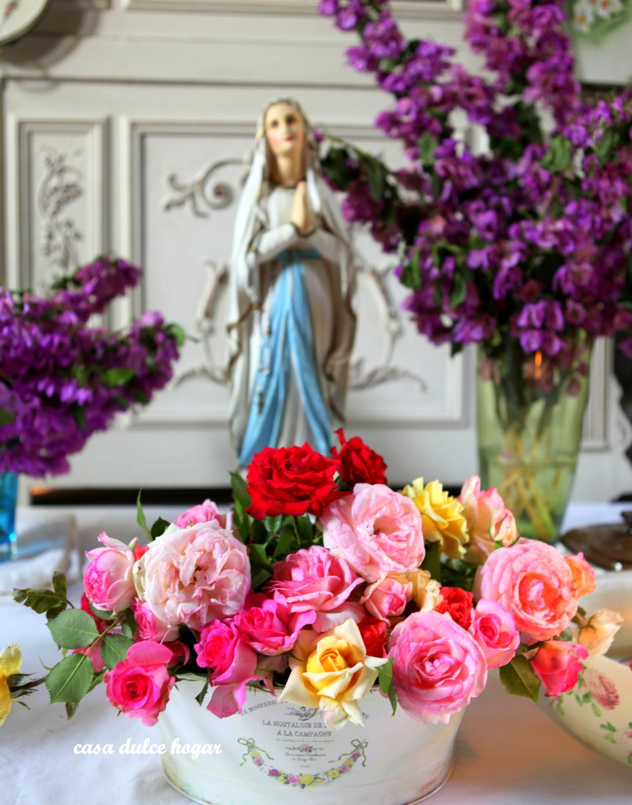 Mujeres Con Flores Imágenes De Archivo Vectores  - Imagenes De Mujeres Con Ramos De Rosas