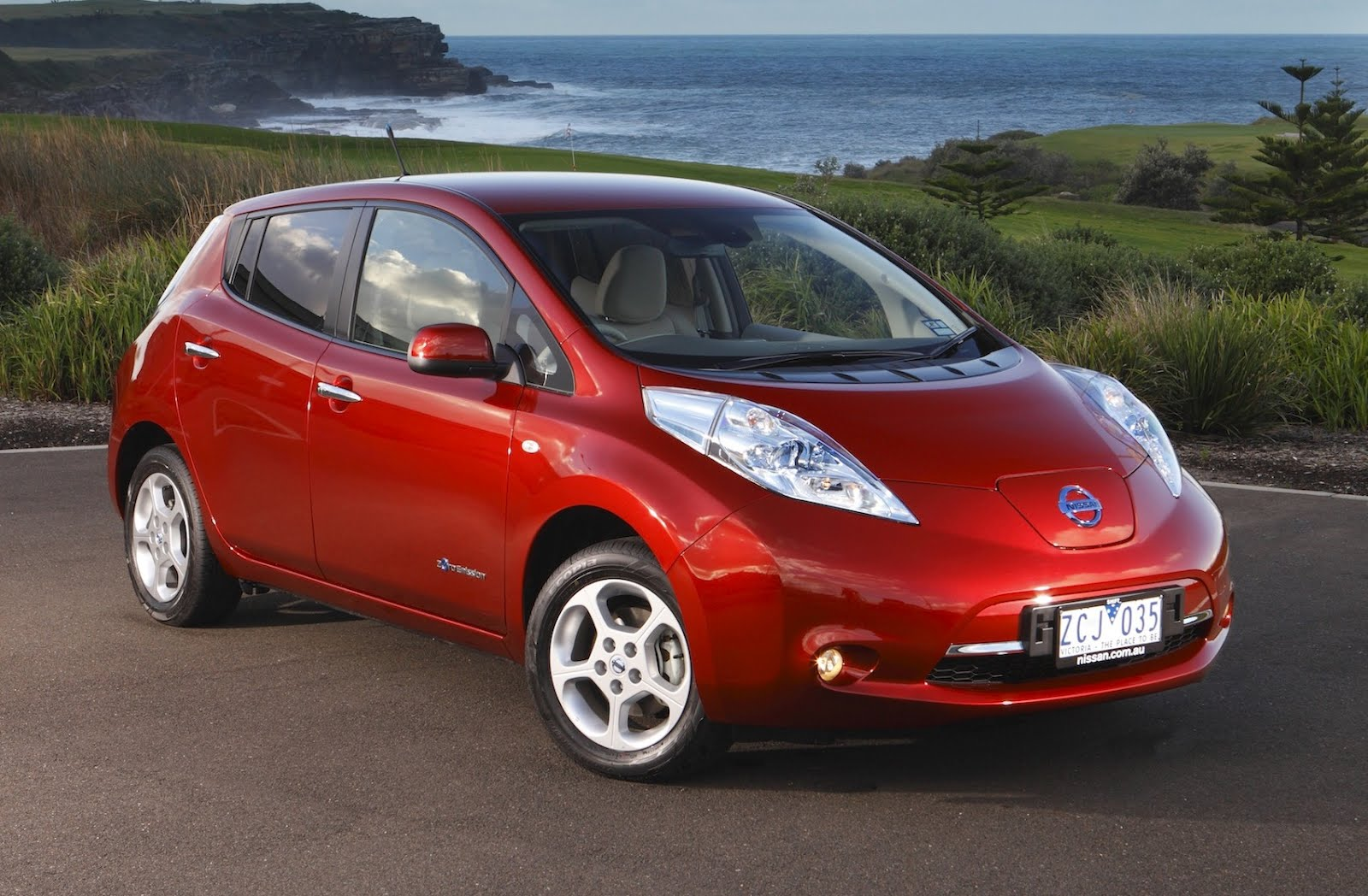 Nissan is offering discounted leases on 2012 model leaf to spur sales