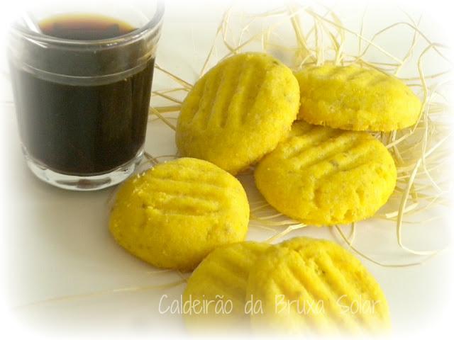 Biscoitos amanteigados de fubá e erva doce