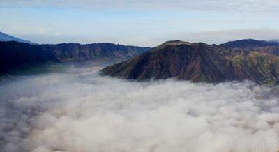 pemandangan awan di puncak b29