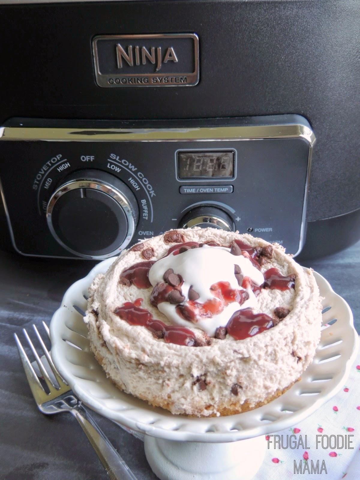 Mini Raspberry Chocolate Chip Cheesecakes via thefrugalfoodiemama.com #skinnydessert #lowfat #Greekyogurt
