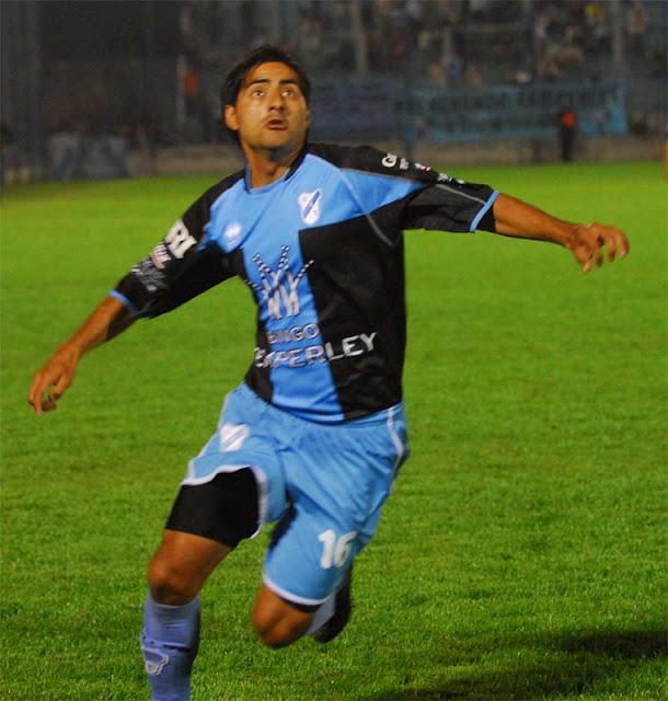 Pantoja ficha argentino Cristian Revainera