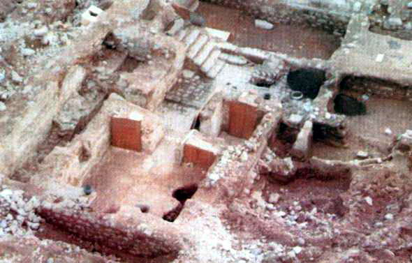 [Image: reruntuhan-rumah-khadijah_o.jpg]