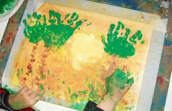 Vídeo. Pintar con las manos unas palmeras.