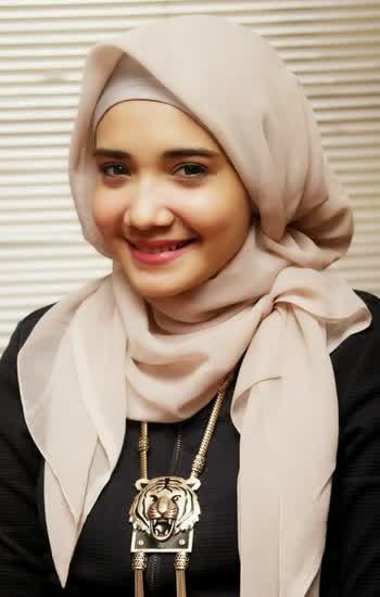 Model Hijab Si Cantik Zaskia Sungkar