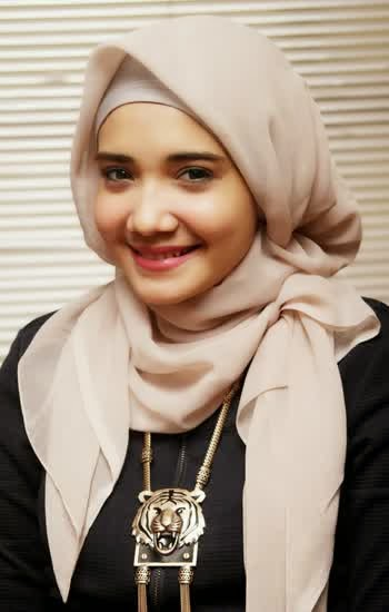 Cara Memakai Jilbab Ala Zaskia Sungkar Aku Manis