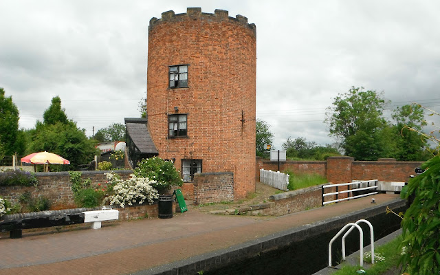 Roundhouse at Gailey on the Staffs & Worcester Canal