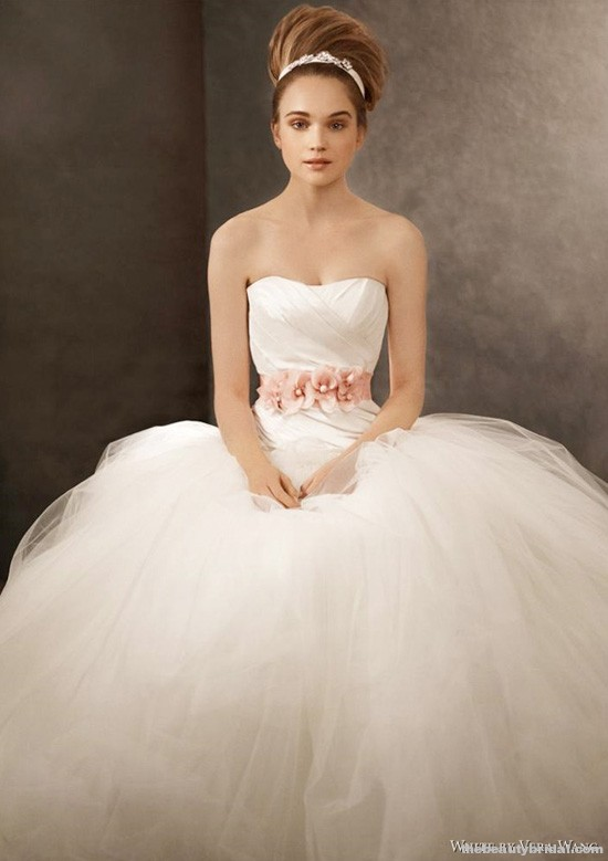 Chelsea linton weddings white by vera wang fall 2011 for Best stores for dresses for weddings