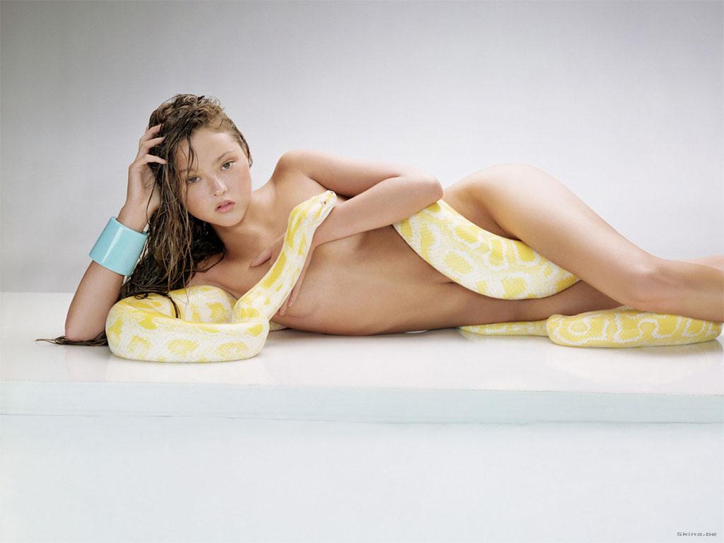 http://4.bp.blogspot.com/-UEi_lMAGCYk/TVXw27ClXsI/AAAAAAAAAOY/BhcdHEDAhWM/s1600/Devon-Aoki-Snake.jpg