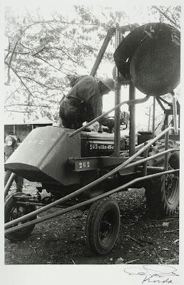 Ché Guevara Encima del Tractor (1962) by Korda