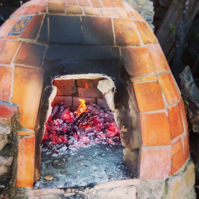 Wood-burning clay oven - lacasadeleslie.com