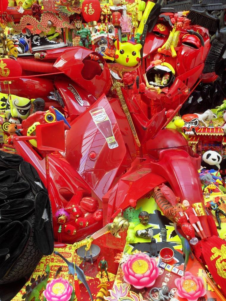 Arte com sucata e material reciclado por Bernard Pras