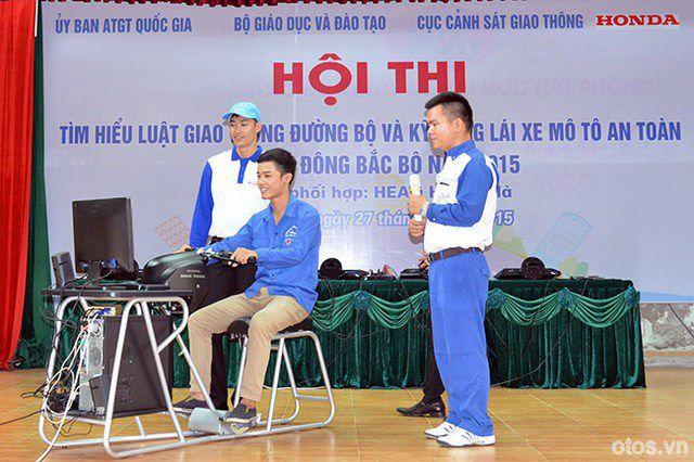 Honda Việt Nam tổ chức lái xe moto an toàn cho sinh viên