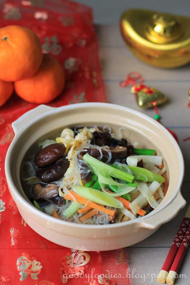 Goodyfoodies recipe chinese new year vegetarian dish jai chinese or shitake mushrooms symbolises longevity b leeks a homonym for counting money c unbroken glass noodles symbolises long life forumfinder