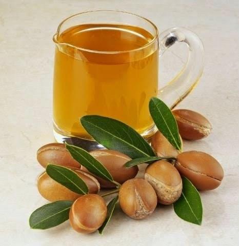 Aceite de argán para el cuidado de la piel, cabello y uñas
