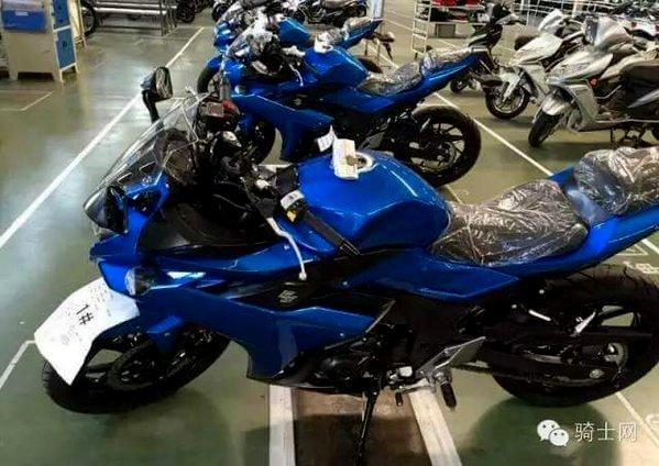 HOT : Sesosok motor sport fairing Suzuki tertangkap kamera . . inikah Suzuki GSX-R250 ?