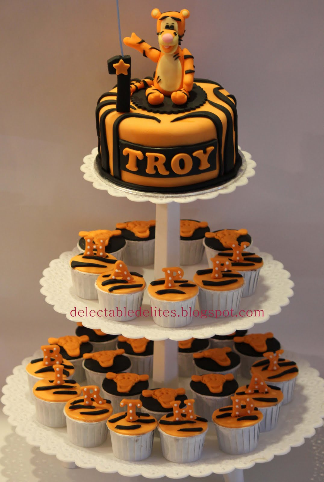 Tigger Cupcake Cake