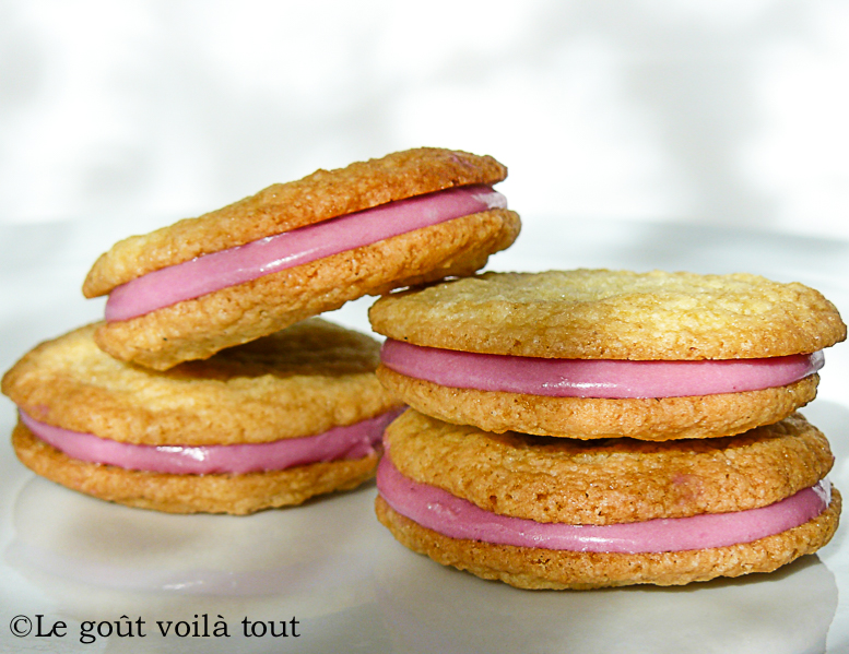 Biscuits fourrés à la ganache de framboises
