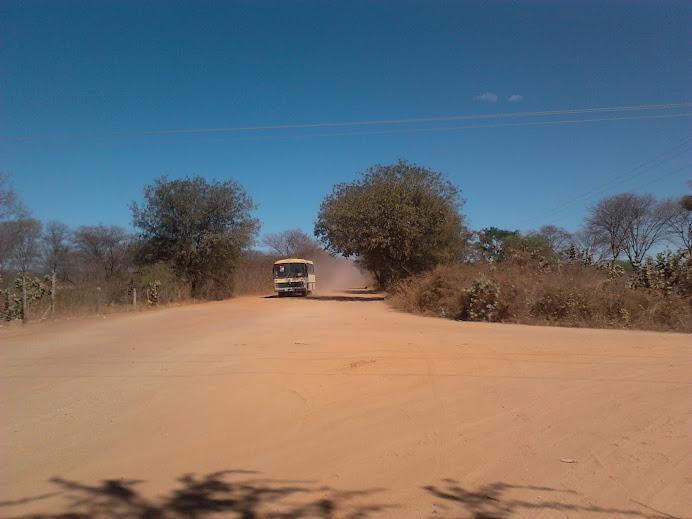 TRANSPORTE DOS ALUNOS DE ÁGUA FRIA