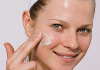Easy and Natural Ways to Overcome Oily Face