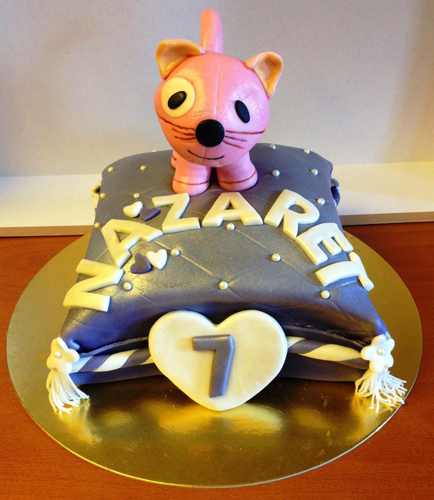tarta cojin; tarta decorada cojín; tarta fondant cojin