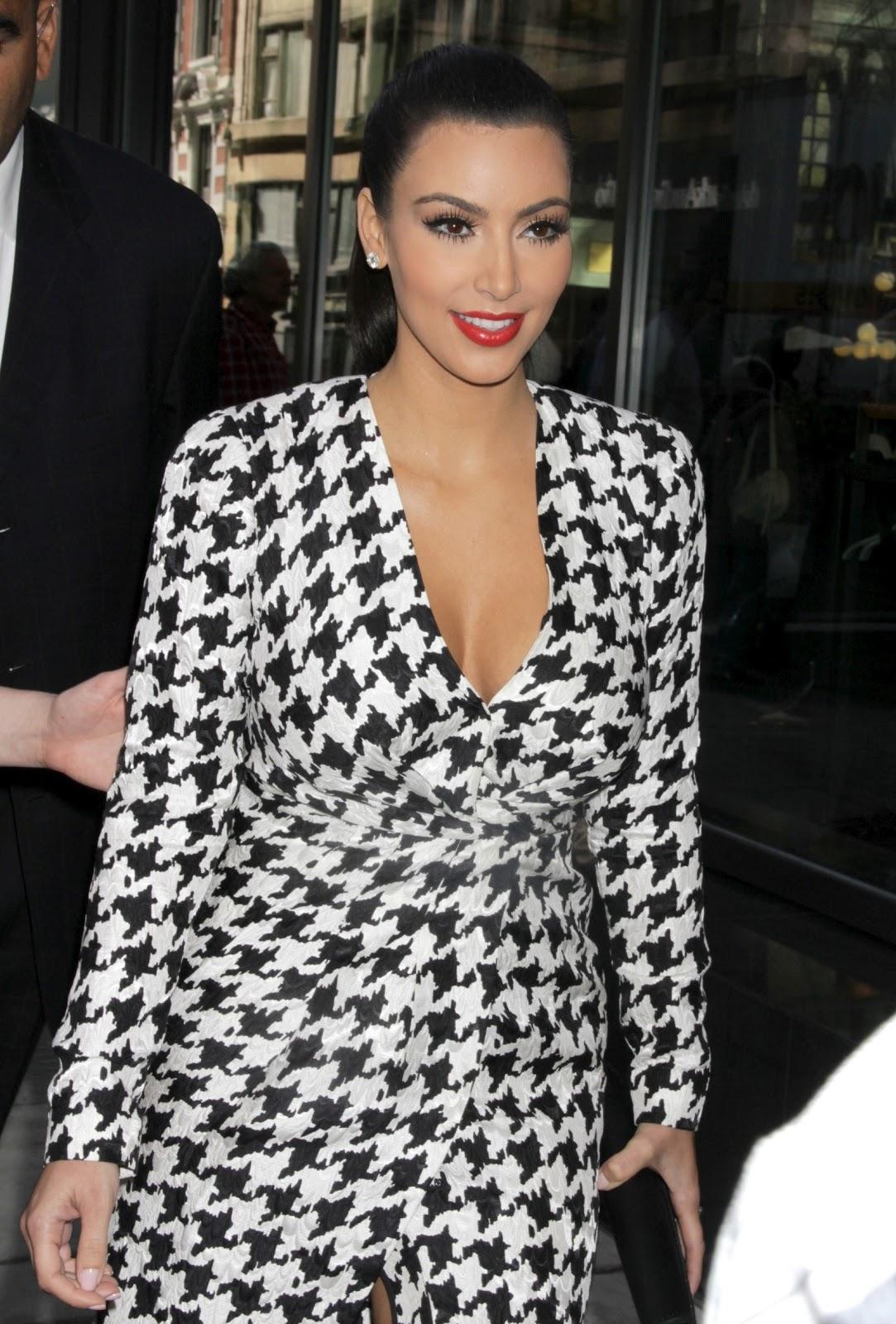 http://4.bp.blogspot.com/-UFds4vTmJwM/TpL9Dh286mI/AAAAAAAAAuI/h1IN6LyLbBQ/s1600/Kim-Kardashian-122.jpg