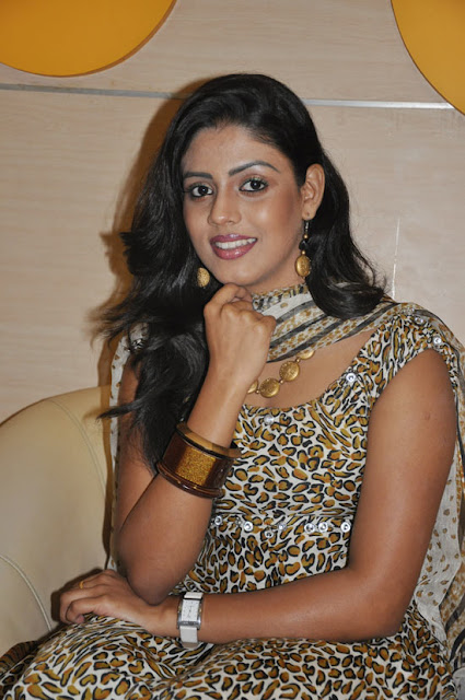 iniya new in mouna guru audio launch actress pics