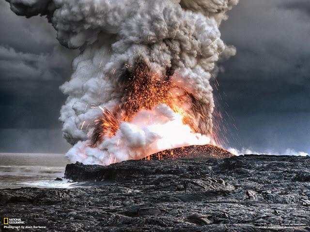 Lava do Kilauea explode em contato com o mar, Havaí