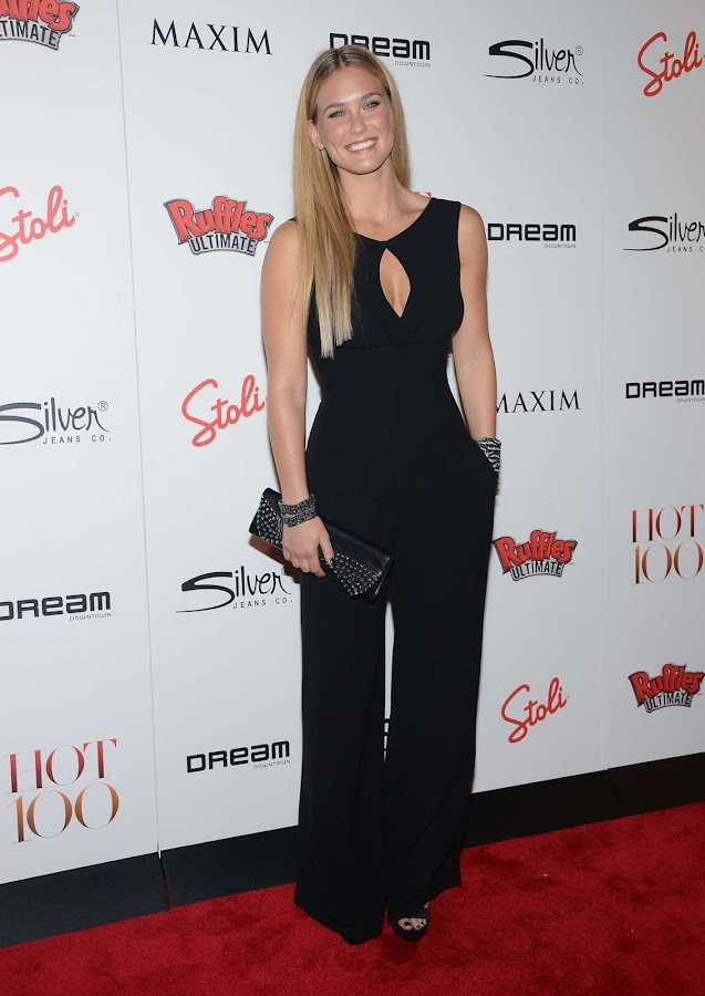 Bar Refaeli smiles on the red carpet