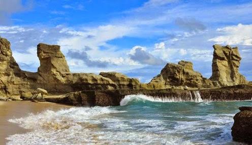 Pantai Klayar Pacitan, Wisata Pantai Dengan Panorama Alamnya Yang Eksotis
