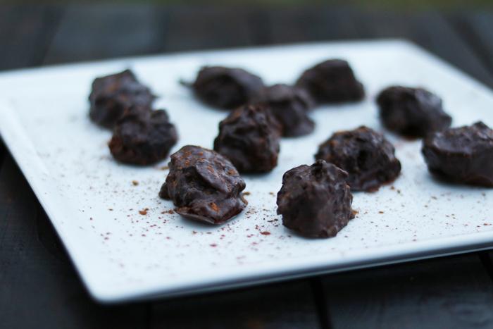 http://www.monikabregula.pl/2015/10/czekoladowe-trufle-ze-sliwka-domowej.html