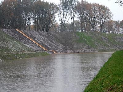 Insolito puente en Paises Bajos - 2