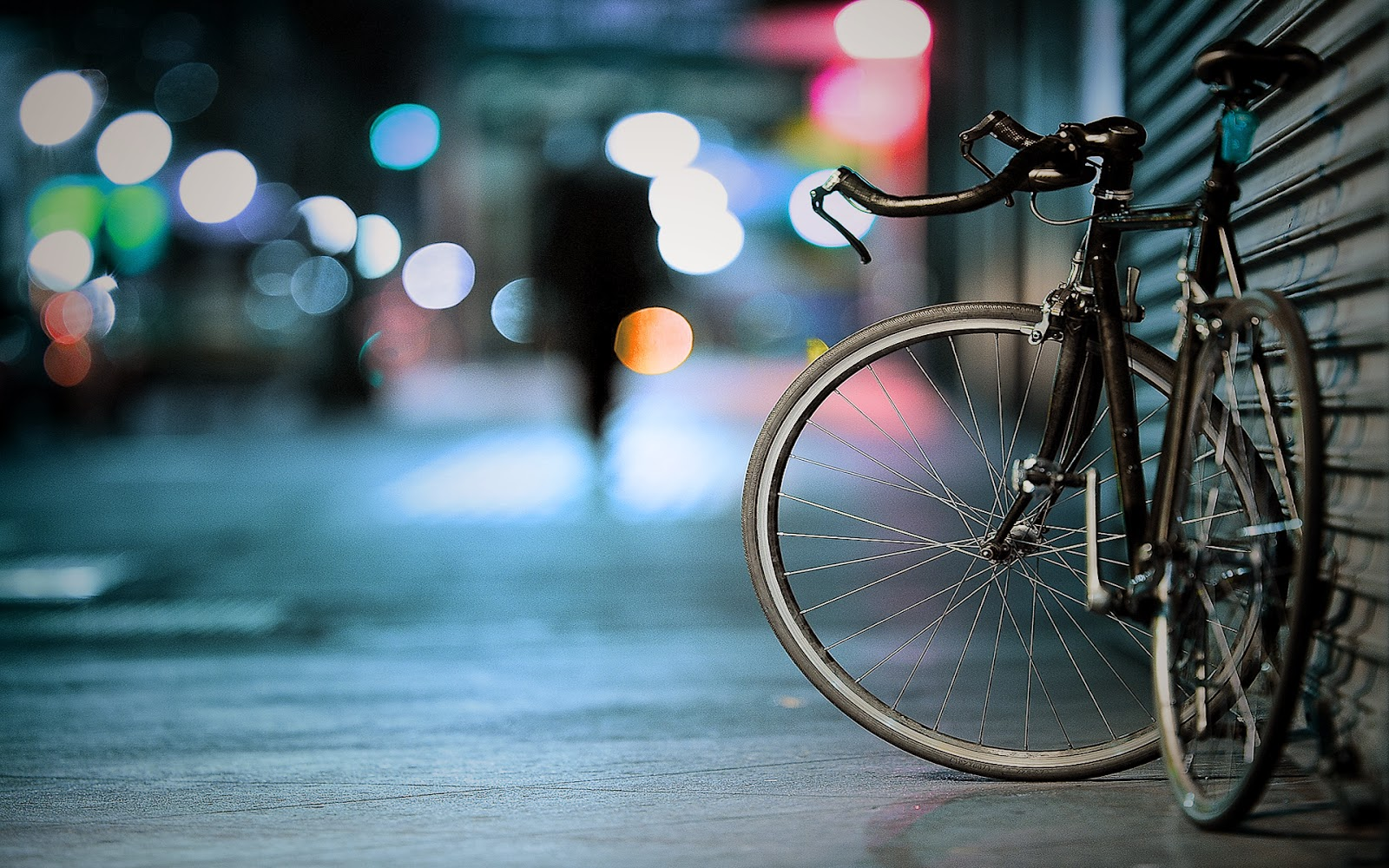 "<img src=""http://4.bp.blogspot.com/-UGoig2RXuZY/UufTEo6PpZI/AAAAAAAAKhw/65s2LoXv_m4/s1600/bicycle-wallpaper.jpg"" alt=""bicycle wallpaper"" />"