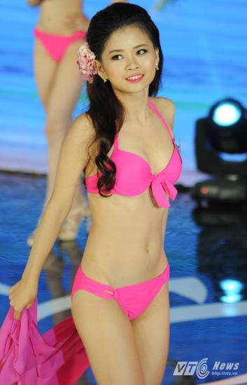 Ảnh gái xinh Hoa hậu miền bắc 2014 với bikini 3