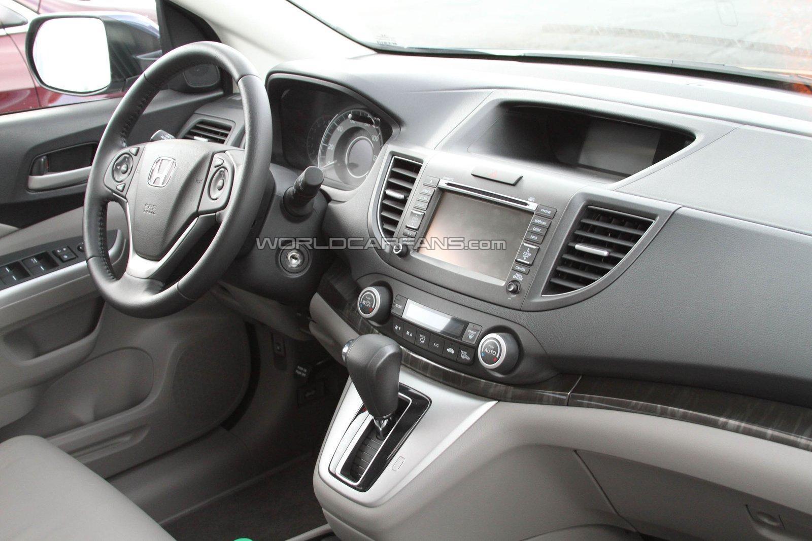 Motor mania buzz spied 2013 honda cr v for Honda cr v 2013 interior