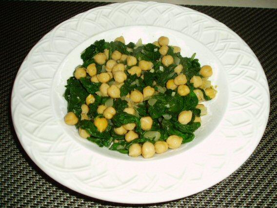 Meatless Mediterranean: Mediterranean-Style Spinach and Chickpeas