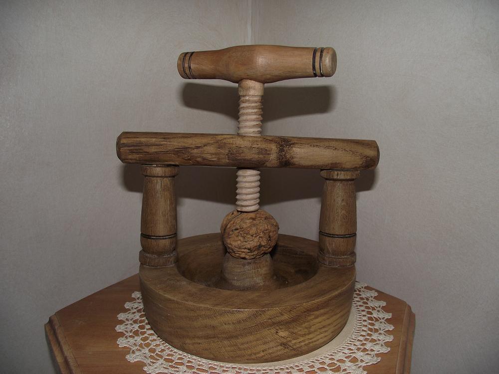 Gepeto tourneur sur bois casse noix - Casse noix en bois ...