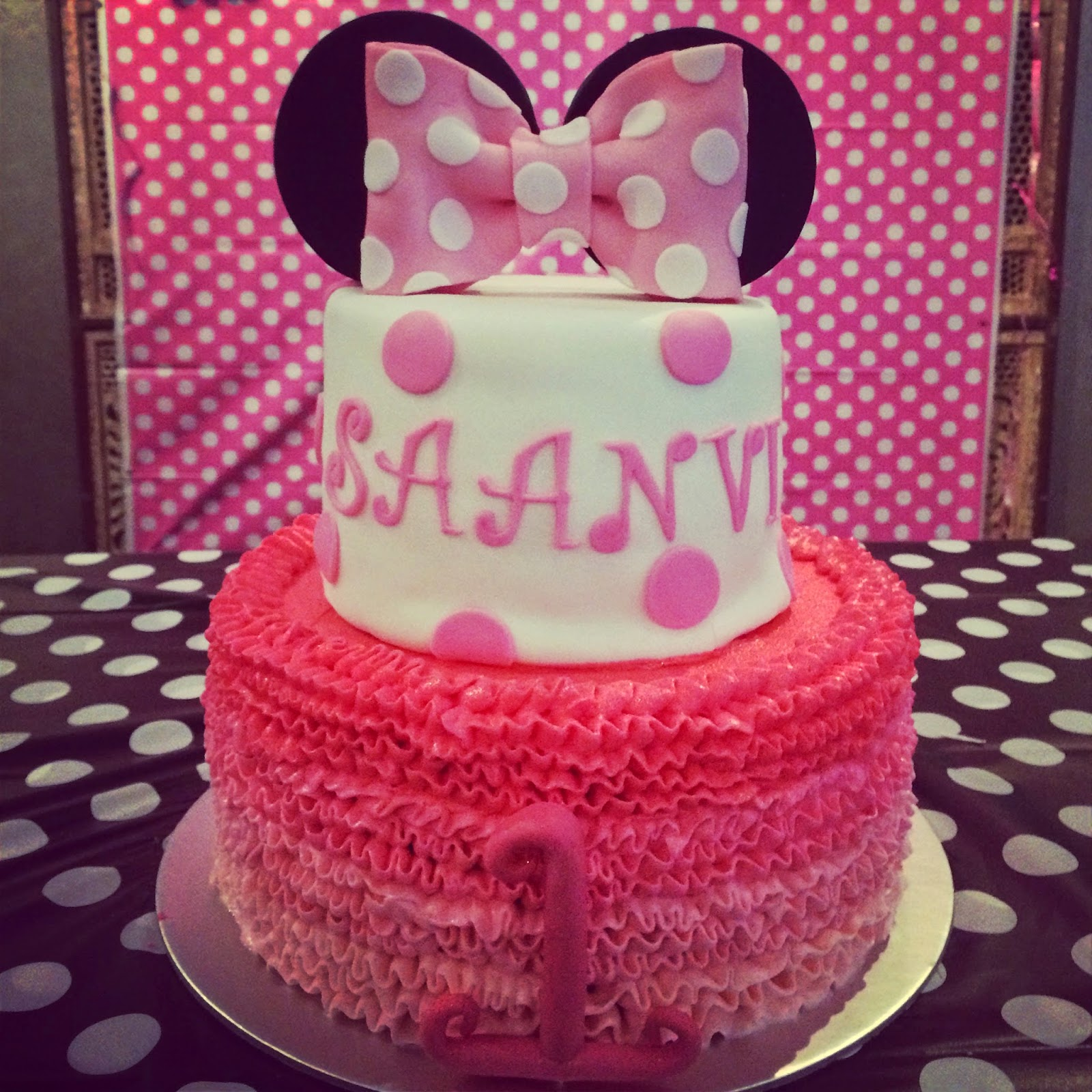 Ombr Ruffled Minnie Mouse Cake Crissas Cake Corner