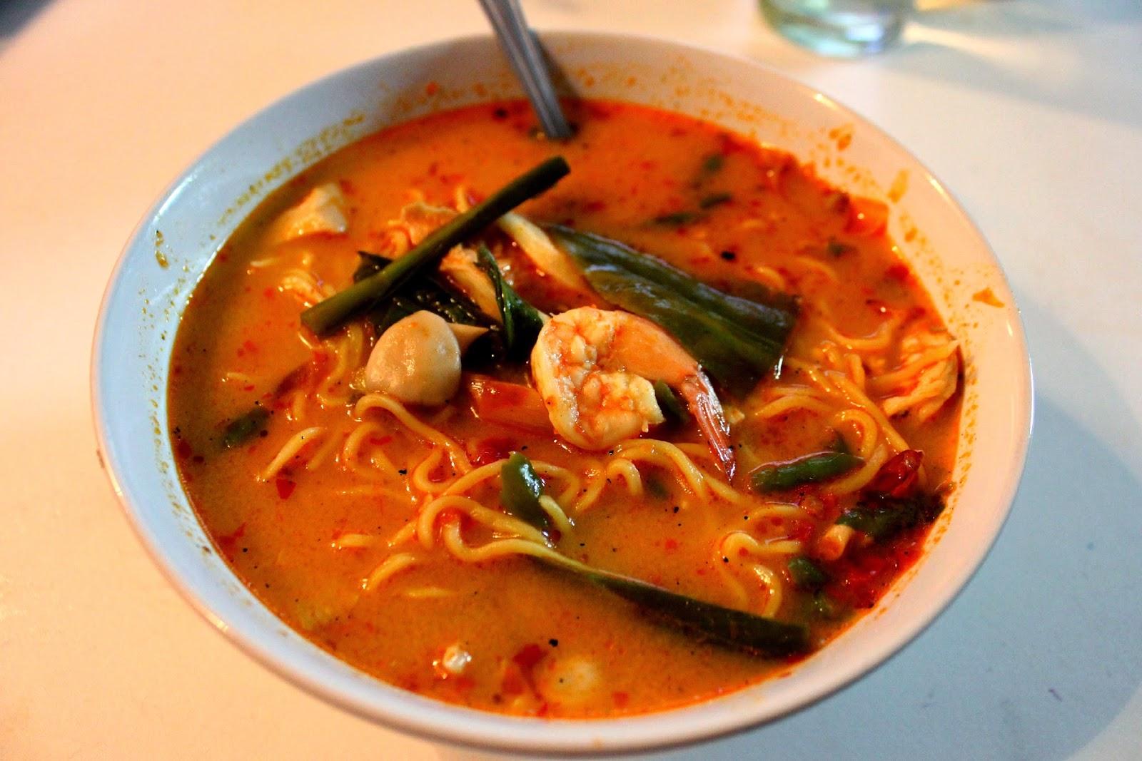 tom yum goong noodle soup Thai
