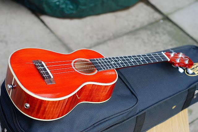 Barnes and Mullins Calthorpe electro ukulele