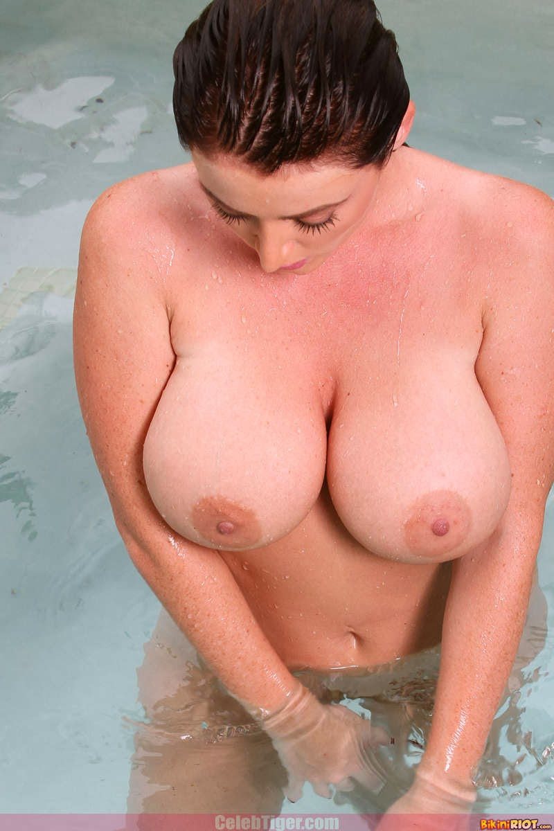 Busty+Babe+Sophie+Dee+Wet+In+Pool+Taking+Off+Her+Blue+Bikini+Posing+Naked www.CelebTiger.com 90 Busty Babe Sophie Dee Wet In Pool Taking Off Her Blue Bikini Posing Naked HQ Photos