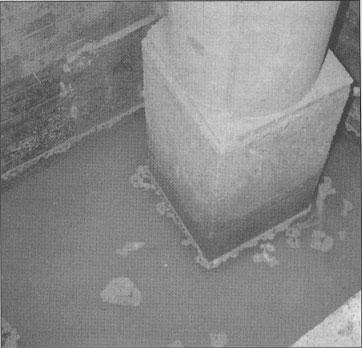 Humedad por filtración en un sótano.