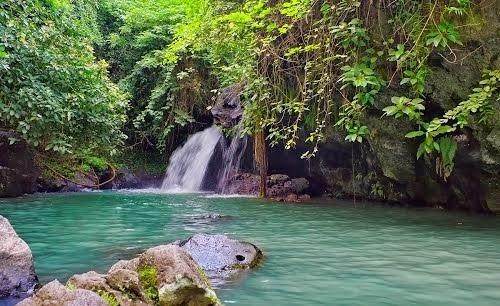 Air terjun Anton, Kecamatan Kabat, Banyuwangi.