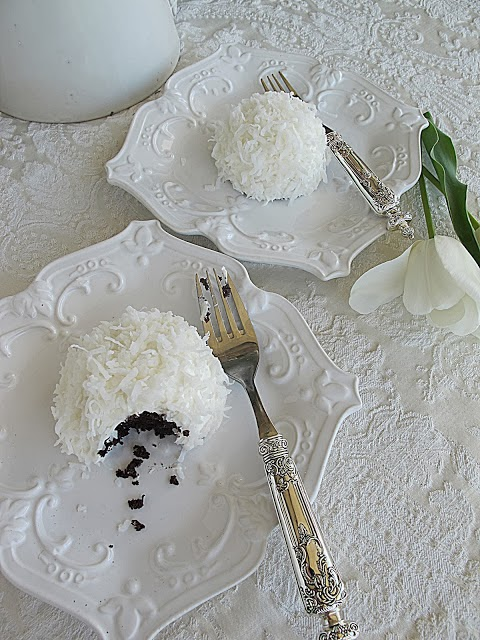Sophisticated Snowball Cakes