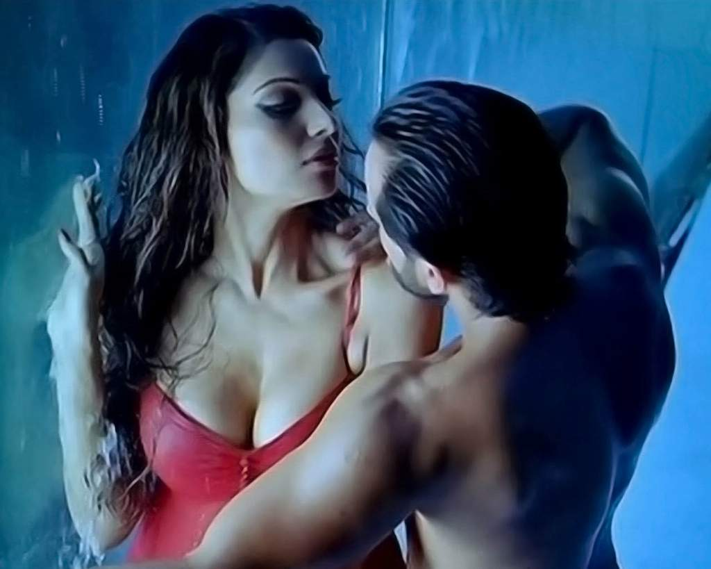 Bipasha Basu and Karan Singh Grovers HOT XXX
