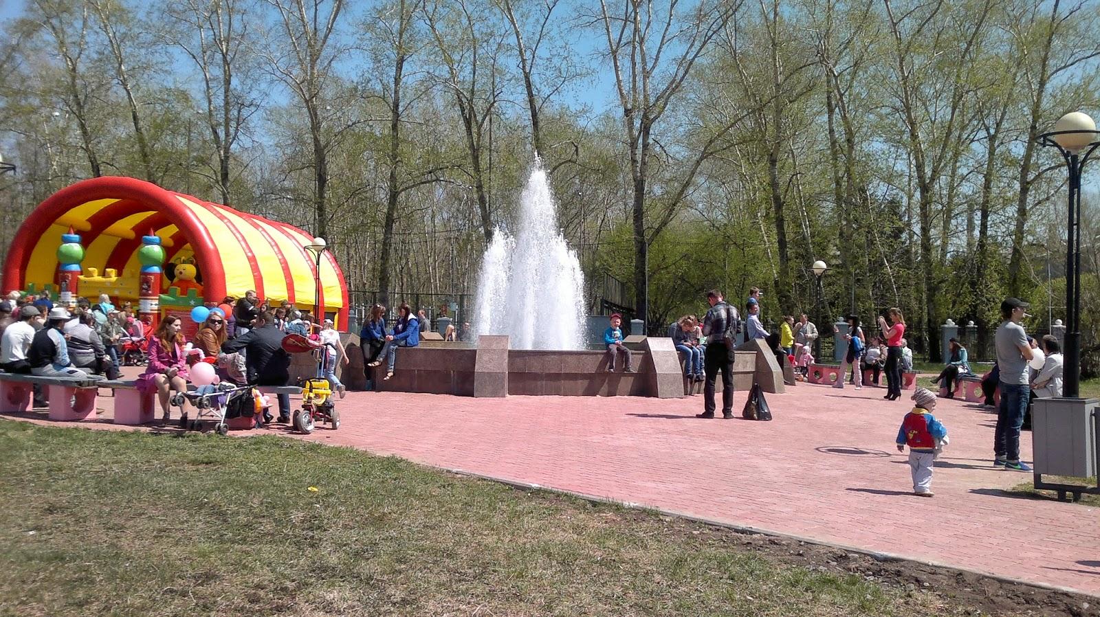 Фонтан на площади дворца культуры судостроителей