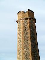 Detall de la part superior del molí de vent del pou d'aigua de Can Oliveres