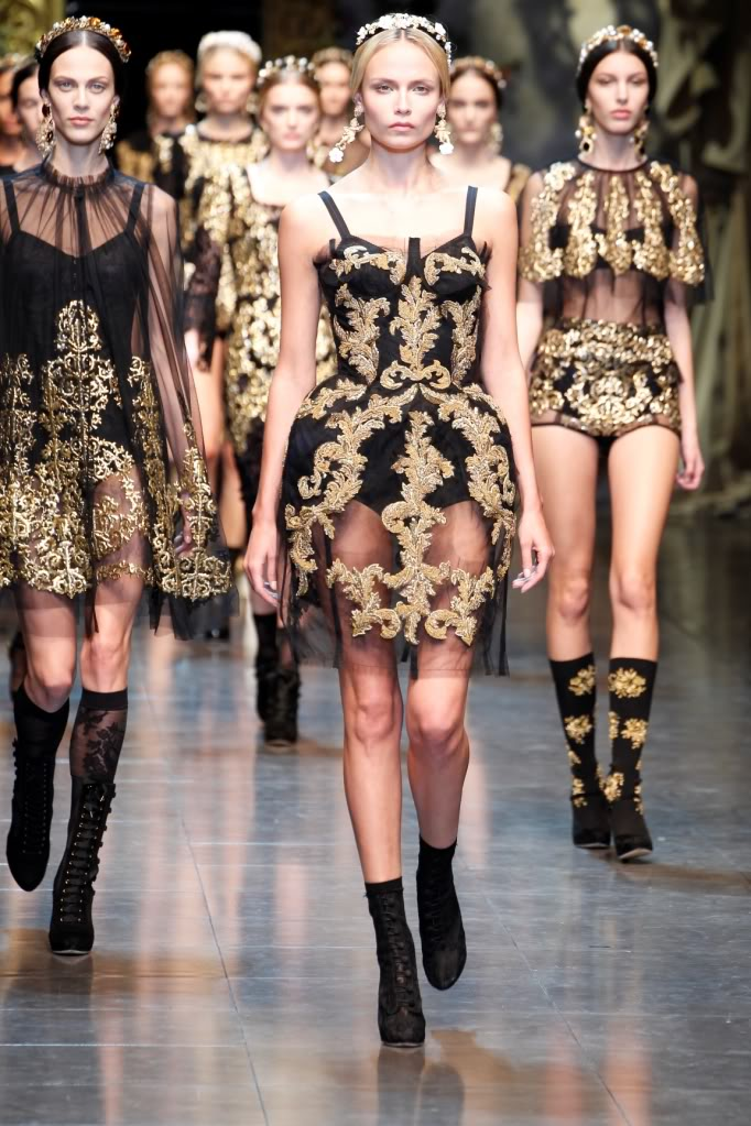 ac5ab6ece106 The Fall Winter season 2013 Dolce Gabbana Collection runs together 1  primary theme  Baroque. A new party in the elegance and type with the old  world and ...