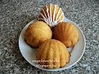 Kókuszos kagylómuffin recept, tejtermék mentes sütemény, cukormázzal díszítve.